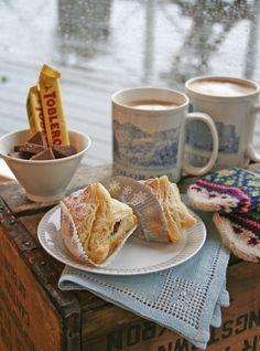 The Magic Of Baking and Pastries. - Toblerone Danish Pastry Recipe For Après-Ski Toblerone, Strudel, Almond Danish Recipe, Croissants, Donuts, Cream Cheese Pastry, Delicious Breakfast Recipes, Recipes Dinner, Pasta Recipes