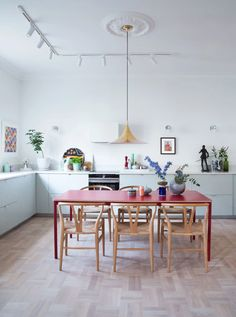 Kitchen Interior red dining table and yellow pendant lamp with pale blue kitchen cabinets. / sfgirlbybay - the latest issue of rue magazine is lovely, and one of my favorite features is interior stylist and designer rikki bye-andersen's apartment in oslo. Contemporary Kitchen Design, Interior Design Kitchen, Blue Kitchen Cabinets, Kitchen Yellow, Kitchen Lamps, Kitchen Floor, Kitchen Dining, Classic Kitchen, Sweet Home