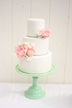 Pink peony and hydrangea cake