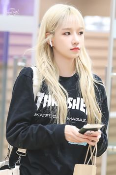 "lazulite on Twitter: ""HQ• 191005 #아이즈원 #IZONE #조유리 #JOYURI #チョユリ… "" Yuri, Japanese Girl Group, Kim Min, Kpop, Celebs, Celebrities, Pop Group, Korean Girl, Blonde Hair"