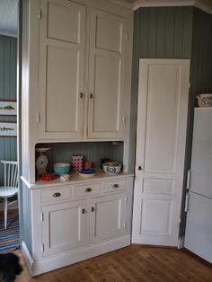 BirgittasHus: Platsbyggt skåp och skafferi - köket del 5