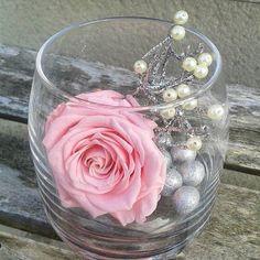 PROMO DE NOEL Avec le code MOINS20 Bénéficiez d'une réduction sur votre commande de -20% ! www.artifleurs-fleurs-artificielles.com VASE et ROSE STABILISÉE rose idée cadeau