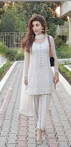 ideas for party summer outfit casual purses Pakistani Outfits, Indian Outfits, Casual Dresses, Casual Outfits, Fashion Outfits, Moda Indiana, Punjabi Dress, Lehenga, Anarkali