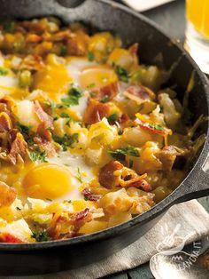 Pan of bacon and potatoes eggs - La Padellata di uova bacon e patate è un piatto tipicamente americano che in America viene servito per colazione e si chiama Breakfast Skillet. #uovabacon #uovapatate