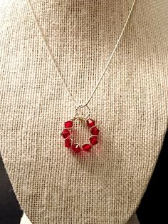 This red wire wrapping silver necklace is made using a wire wrapping techniques. Materials: - 6mm Red Swarovski crystals - silver artistic wire - sterling silver chain Measure: 18 inch