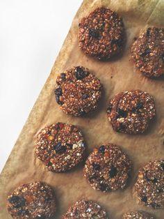 Dietetyczne ciasteczka owsiane |  Jednym zwielu problemów osób nadiecie są słodycze. Bardzo łatwo ulec pokusie ispałaszować coś słodkiego ibardzo kalorycznego. Dlatego postanowiłem przygotować dietetyczne []  Artykuł Dietetyczne ciasteczka owsiane pochodzi z serwisu Vegan Taste.