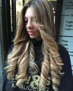 ♥ So pretty. Can't wait until my bf's hair is a little longer, then he can wear his like this. And oh yes, I will definitely make him do it!