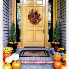 Exterior Door Colors, Front Door Paint Colors, Exterior Front Doors, Painted Front Doors, House Paint Exterior, House Front Door, House Doors, Front Door Decor, Front Porch