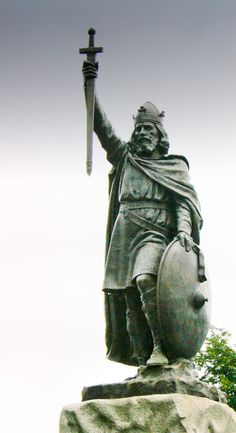 Statue of King Alfred overlooking Winchester. Renaissance, Winchester England, Winchester Hampshire, Hampshire England, Alfred The Great, Early Middle Ages, Anglo Saxon, British History, Ancient History
