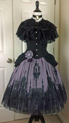 Juliette Et Justine cape, corset, skirt. mossbadgerbrooch.