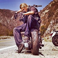 Charlie Hunnam aka Jax's from son's of anarchy Jax Teller, Brad Pitt, Sons Of Anachy, Sons Of Anarchy Motorcycles, Sons Of Anarchy Samcro, Marshall, Charlie Hunnam Soa, Elvis Presley, Andrew Lincoln