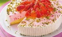 Eine fruchtige Torte mit Erdbeeren für den Sommer