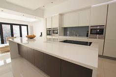 Modern kitchen extension with Glaciar Compac Quartz kitchen worktops #quartz #LWKKitchens