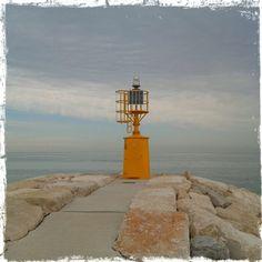 #faro #giallo alla  #barafonda #barafondabeach #rimini #romagna #sea #beach #mare #spiaggia #myrimini #raccontarimini #ig_rimini_  #yellow #volgorimini #igersemiliaromagna #igersrimini #volgoitalia #vivorimini  #vivoemiliaromagna #volgoemiliaromagna  #comunerimini #mytown @comunerimini #ig_emilia_romagna #ig_emiliaromagna