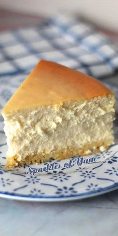 This recipe for New York cheesecake is the magic formula used by Junior's bakery in NYC since the 1950's to make their world famous cheesecake! #cheesecake #NY #Juniors #dessert #nycheesecake Jr Cheesecake Recipe, No Bake Desserts, Delicious Desserts, Juniors Cheesecake, 1950s Food, Good Food, Yummy Food, Pinterest Recipes, Desert Recipes