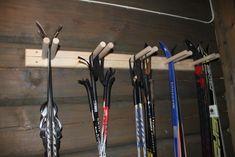 Ski rack for oppbevaring & Ski rack & Tiltre Scandinavian Cabin, Ski Rack, Building A Cabin, Mountain Cottage, Garage Interior, Cabin Interiors, Cabin Homes, Modern Kitchen Design, Cottage Style