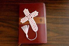 Beautiful Crochet Cross Bookmark tutorial - Right Handed