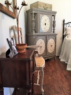 Painted furniture, Annie Sloan Old White, Old Ochre, painted cabinet, guest room, linen bedding