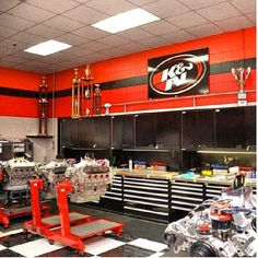 Check out the K&N branded shop at the official NASCAR technical institute!!!! Pretty nice space to work in..... who would like to work in this shop!?? #knfilters #nti #nascar #workshop @Jacob Shoffitt