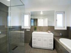 Modern bathroom design with corner bath using ceramic - Bathroom Photo 276162