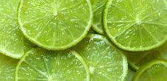 O limão é uma fruta que é tida como um dos maiores aliados da medicina por seu poder de cura e também pelos enormes benefícios que consegue promover além d