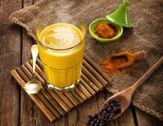 Nutrition & santé : Illustration Description If you want to increase the amount of anti-inflammatory foods you consume, this Golden Milk recipe is a delicious way to begin. Turmeric Detox Drink, Turmeric Lemonade, Turmeric Golden Milk, Turmeric Milk, Turmeric Paste, Superfood, Curcuma Latte, Golden Milk Benefits, Milk Recipes
