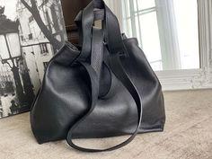 sac-cabas-cuir-noir (4) Flip Flops, Wedges, Sandals, Men, Shoes, Fashion, Nice Purses, Italian Leather, Moda