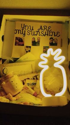 Sunshine box ☀️ – Diy Gifts For Friends Birthday Presents For Friends, Cute Birthday Gift, Happy Birthday Gifts, Unique Birthday Gifts, Friend Birthday Gifts, Themed Gift Baskets, Birthday Gift Baskets, Bestie Gifts, Best Friend Gifts