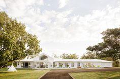 Three Birds Renovations - Bonnie's Dream Home, Front Exterior, Landscaping Cafe Exterior, Stucco Exterior, Dream House Exterior, Modern Exterior, Interior Exterior, Exterior Design, Ranch Exterior, Bungalow Exterior, Future House