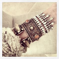 http://dannijo.com/bracelets-101/view-all/stanton.html#opi1300271092