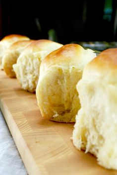 Amish Potato rolls are the best homemade rolls you will ever make! Dense moist fluffy dinner rolls because of the potato in the recipe The post Amish Potato Rolls Homemade Dinner Roll Recipe appeared first on Win Dessert. Sweet Dinner Rolls, Fluffy Dinner Rolls, Potato Rolls Recipe, Roll Recipe, Potato Flakes Bread Recipe, Bread Machine Potato Bread Recipe, Yeast Bread, Monkey Bread, Homemade Dinner Rolls