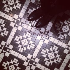 #fromwhereistand #ihavethisthingwithfloors  #ihavethisthingwithtiles #tiles #tiling #tileaddiction #tilespotting #fwisfeed #tilesofvienna #floorsofvienna #patina #vintage #pattern #ornament #mosaic #geometry #reflection #sotd #blackleather #leather #shoes #leathershoes #leatherboots #chelseaboots #boots #vienna #igersvienna #igersaustria #igers by claudia_del_mar