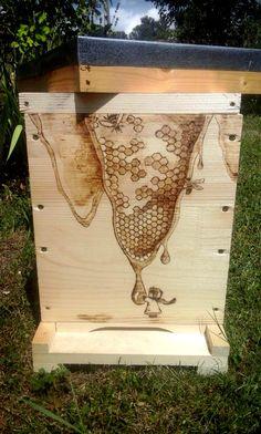 Honey hive / Rayon de miel wood burning on a beehive Pyrogravure sur une ruchette 6cadre EB