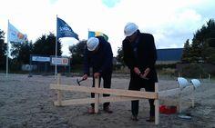 Wethouder Hilbrand Klijnstra gaf gister het startsein voor de bouw van Limmerhof in Limmen