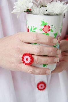 DIY - ring made out of plastic beads - perles à repasser : http://www.creactivites.com/229-perles-a-repasser