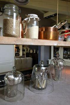 Arredo eclettico:ispirazioni di stile e décor in un appartamento dove si incontrano funzionalità, arredi vintage, shabby, industriali e di design scandinavo