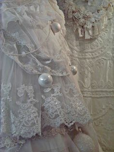 Romantic Lace Tree, beautiful layers of lace & detailing~❥