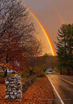 lalulutres:  Fall Spofford Rainbow, New Hampshire, England   #rainbow #虹 #秋 #autumnほぉ...夕方の虹ってなんか珍しい。風景が全体的にオレンジでいい感じ。(^^)