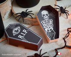 Halloween printable coffin party favor boxes DIY containers for candy or toys skeleton RIP spooky black print at home box classroom handout Halloween Sugar Skull, Sac Halloween, Halloween Favors, Halloween Labels, Halloween Invitations, Halloween Printable, Halloween Ideas, Happy Halloween, Halloween Party
