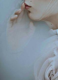 Art Director / Stylist: Saba Petrén Fotograf: Bernhardina Hörnstein - Be . Milk Bath Photography, Underwater Photography, Portrait Photography, Ethereal Photography, Woman Photography, Illustration Mode, Photoshop, Jolie Photo, Photo Instagram