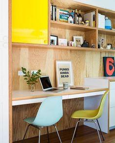 Inspiração de Home Office com parede revestida em madeira. Fonte: @sfgirlbybay