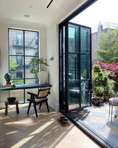 Home Decoration Ideas On A Budget .Home Decoration Ideas On A Budget Pierre Jeanneret, Diy Décoration, Indoor Outdoor Living, Shop Interiors, Interior Design Inspiration, Interiores Design, Cheap Home Decor, Home Remodeling, Interior And Exterior