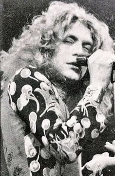 Robert Plant Young, Robert Plant Wife, Robert Plant Quotes, Robert Plant Led Zeppelin, Jimmy Page, James Hetfield Young, Sensational Space Shifters, Led Zeppelin T Shirt, It's All Happening