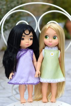 Therere two models available: purple and green    Specially made for Disney Animator dolls but it fits in other 16 inch dolls