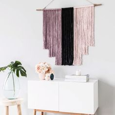 DIY: Boho wall decoration - What is Boho Chic? Boho Chic is the abbreviation for the trendy bohemian look. The Boho decor alway - Room Wall Decor, Diy Wall Decor, Home Decor, Décor Boho, Boho Diy, Diy Mobile, Sideboard Decor, Hippie Stil, Decoration Chic