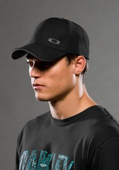Oakley Silicon O Cap -Kids, (gorras, hats, men, under armour) Ray Ban Sunglasses Price, Wholesale Sunglasses, Sport Outfits, Summer Outfits, Casual Outfits, Milan Fashion Weeks, New York Fashion, Fashion Models, Hair Makeup
