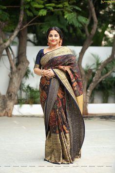 Vidya Balan is the best saree trend setter for plus size body types, style inspiration for plus size women. See top 40 Vidya Balan Saree Styles Kerala Saree, Indian Sarees, Beautiful Saree, Beautiful Indian Actress, Bollywood Saree, Bollywood Fashion, Churidar, Anarkali, Lehenga Choli
