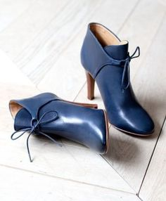 High Hunter Ankle Boots // Fall Winter Collection Shoes - www sezane com Pretty Shoes, Beautiful Shoes, Cute Shoes, Me Too Shoes, Blue Ankle Boots, Ankle Shoes, Ankle Strap Flats, Stiletto Shoes, Pumps