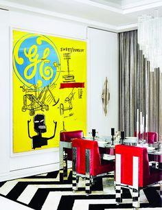 El comedor - AD España, © Douglas Friedman El comedor, con la obra Sweet Pungent pintada conjuntamente por Warhol y Basquiat, sillas vintage de Paul Evans, en Craig Van Den Brulle, alfombra de Kyle Bunting y cortinas de cota de malla.