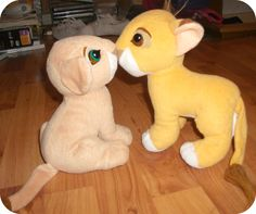 kissing nala and simba toy ....  @dianasmiarowski you wanted this so badly and wouldn't let it go web you finally got it